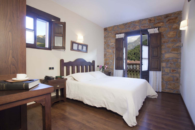 Habitación nº 16, habitación doble con cama de matrimonio. Hotel Rural El Fundil.