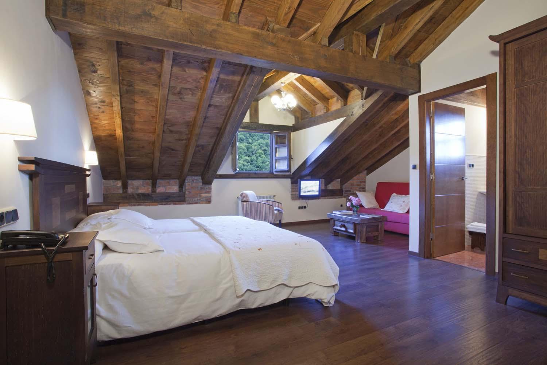 Habitación triple nº 22, cama doble y supletoria. Hotel Rural El Fundil.